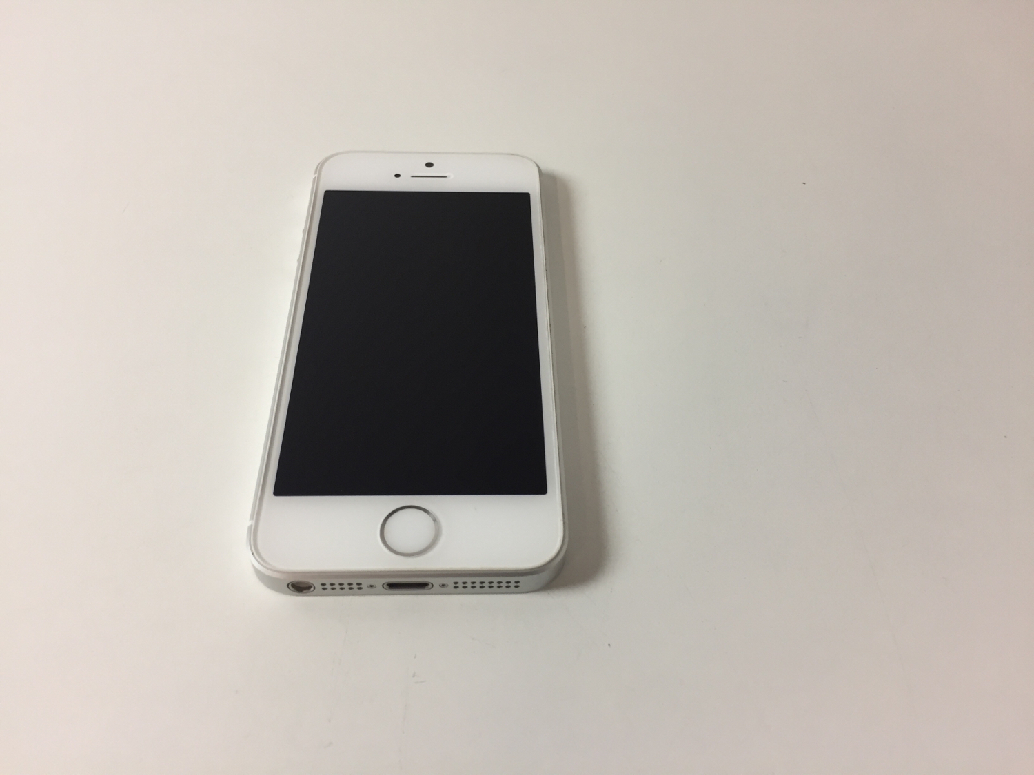iPhone SE 16GB, 16GB, Silver, Kuva 1