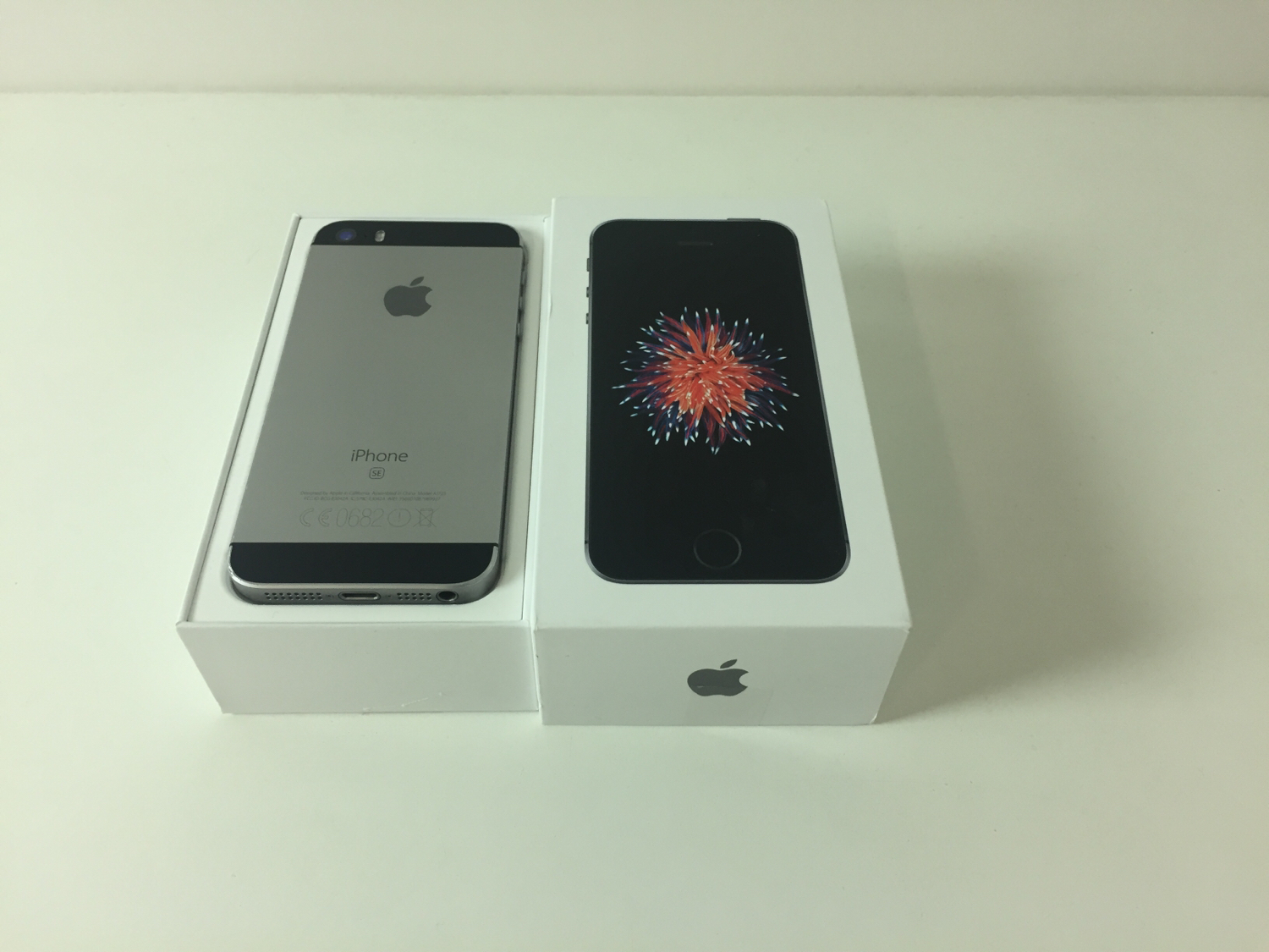 iPhone SE 32GB, 32 GB, Gray, Kuva 2