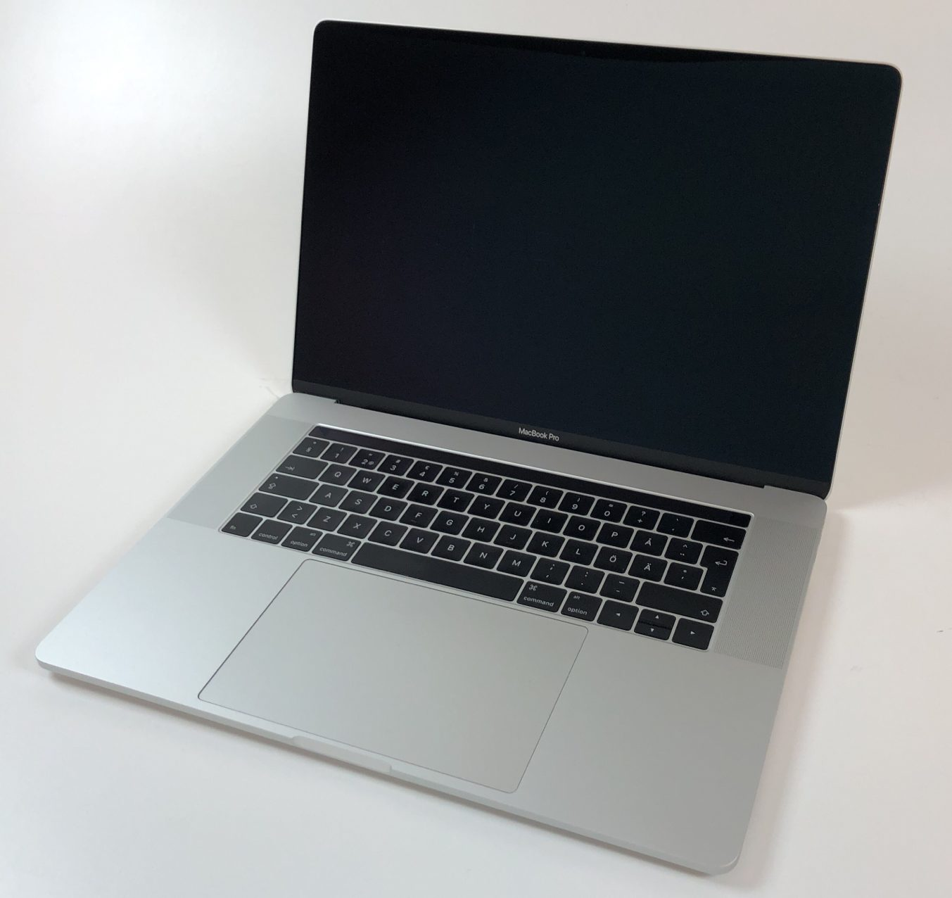 "MacBook Pro 15"" Touch Bar Late 2016 (Intel Quad-Core i7 2.9 GHz 16 GB RAM 512 GB SSD), Space Gray, Intel Quad-Core i7 2.9 GHz, 16 GB RAM, 512 GB SSD, Kuva 1"