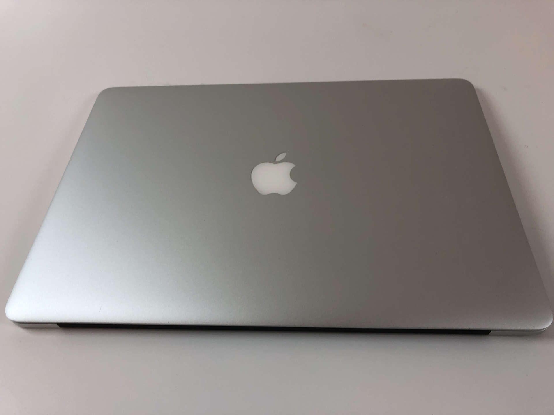 "MacBook Pro Retina 15"" Mid 2015 (Intel Quad-Core i7 2.2 GHz 16 GB RAM 256 GB SSD), Intel Quad-Core i7 2.2 GHz, 16 GB RAM, 256 GB SSD, Kuva 2"
