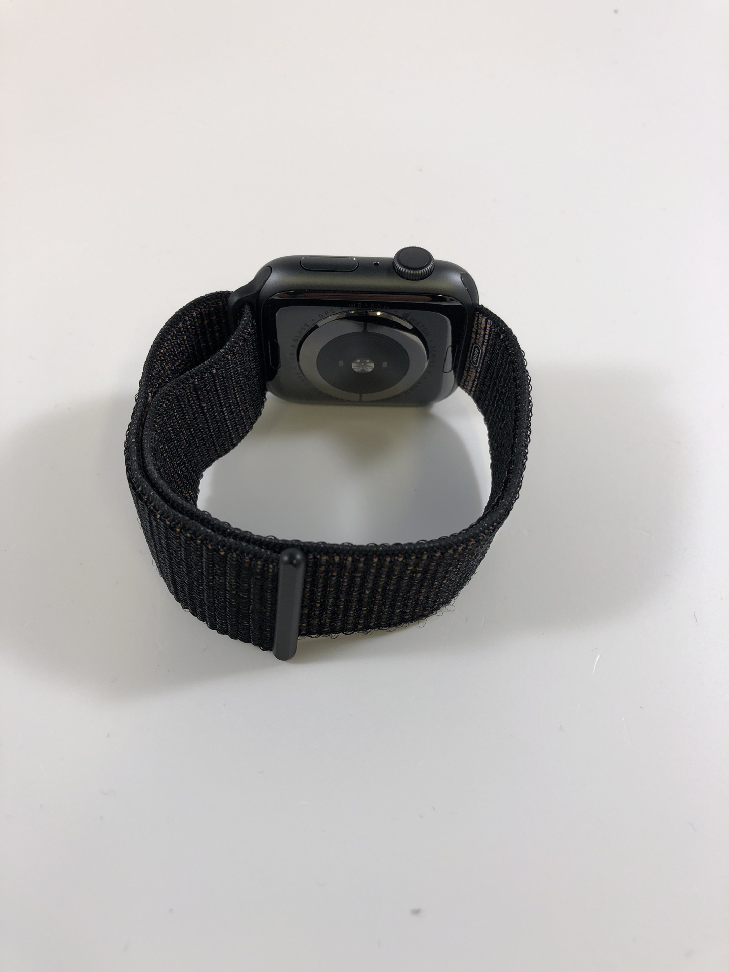 Watch Series 4 Aluminum (44mm), Space Gray, Black Nike Sport Loop, Kuva 2
