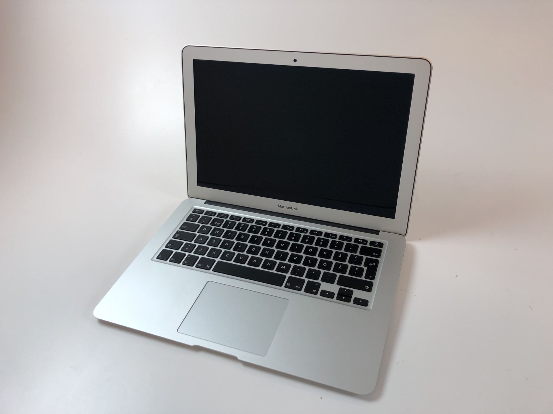 "MacBook Air 13"" Mid 2013 (Intel Core i5 1.3 GHz 4 GB RAM 128 GB SSD), Intel Core i5 1.3 GHz, 4 GB RAM, 128 GB SSD, Kuva 1"