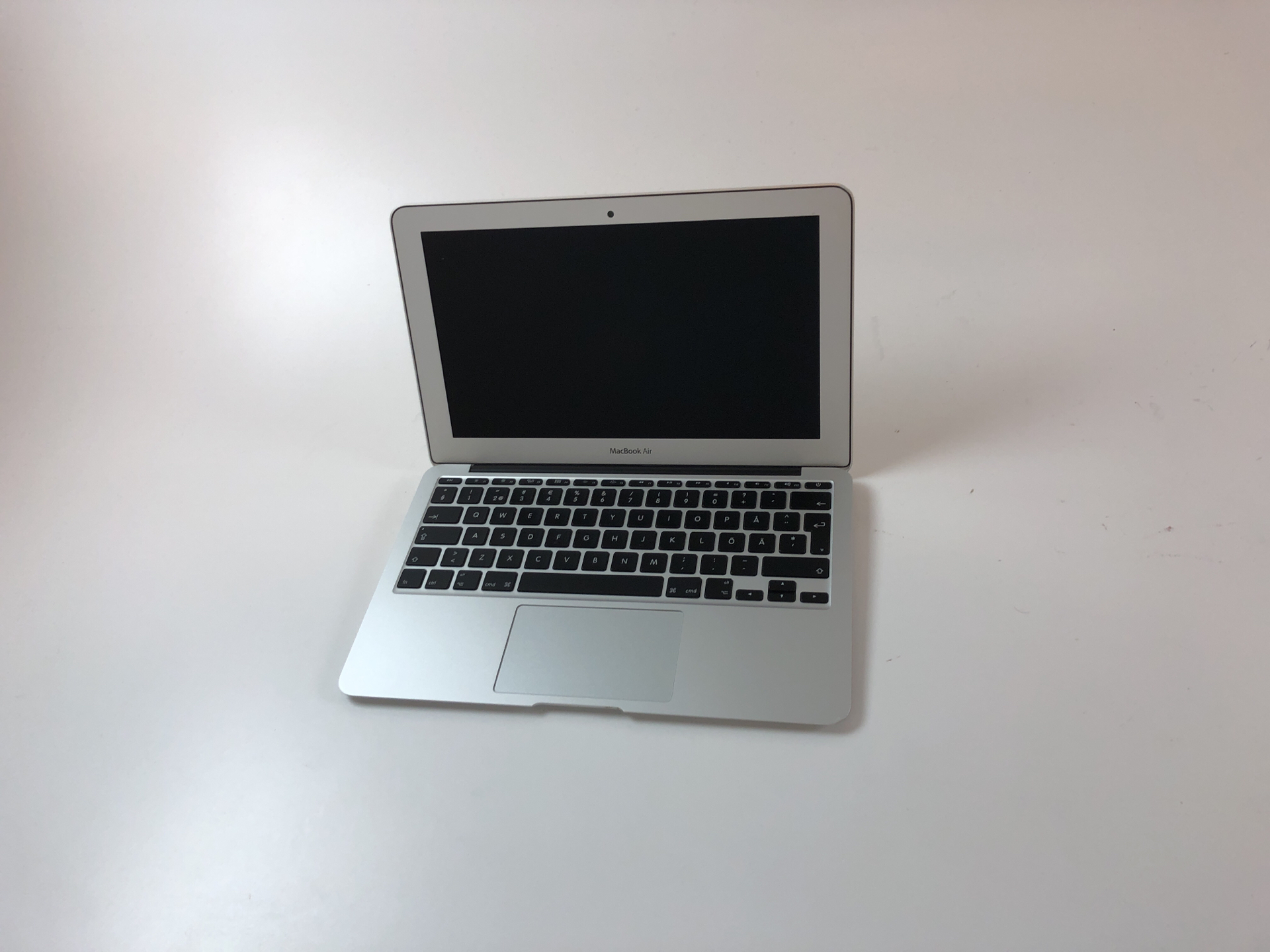 "MacBook Air 11"" Early 2015 (Intel Core i5 1.6 GHz 4 GB RAM 128 GB SSD), Intel Core i5 1.6 GHz, 4 GB RAM, 128 GB SSD, Kuva 1"