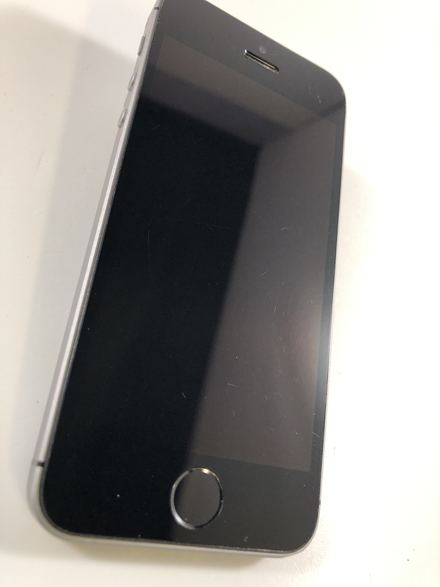 iPhone SE 16GB, 16GB, Space Gray, Kuva 5