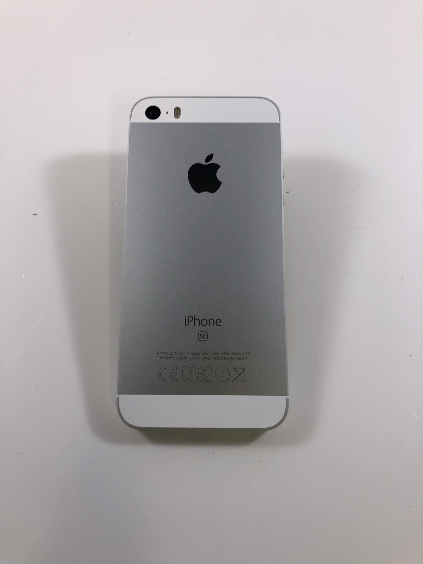 iPhone SE 64GB, 64GB, Silver, Kuva 2