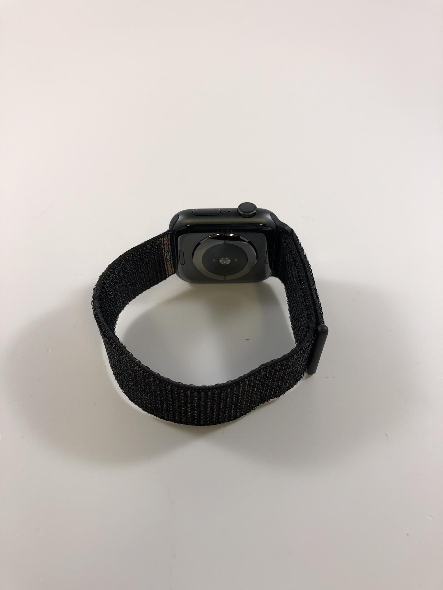 Watch Series 4 Aluminum (44mm), Space Gray, Black Sport Loop, Kuva 2