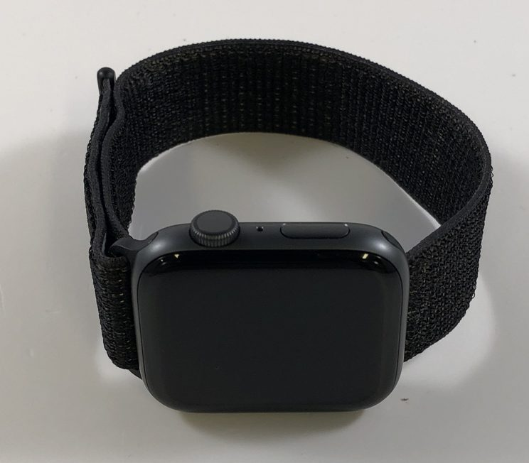 Watch Series 4 Aluminum (44mm), Space Gray, Black Nike Sport Loop, Kuva 1