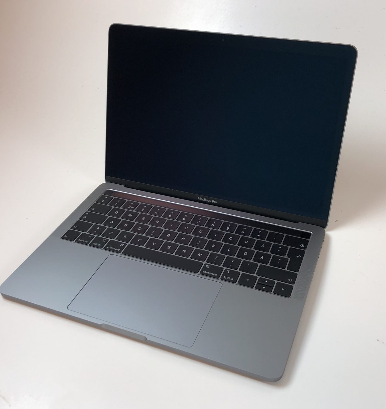 "MacBook Pro 13"" 4TBT Mid 2018 (Intel Quad-Core i5 2.3 GHz 8 GB RAM 256 GB SSD), Space Gray, Intel Quad-Core i5 2.3 GHz, 8 GB RAM, 256 GB SSD, Kuva 1"