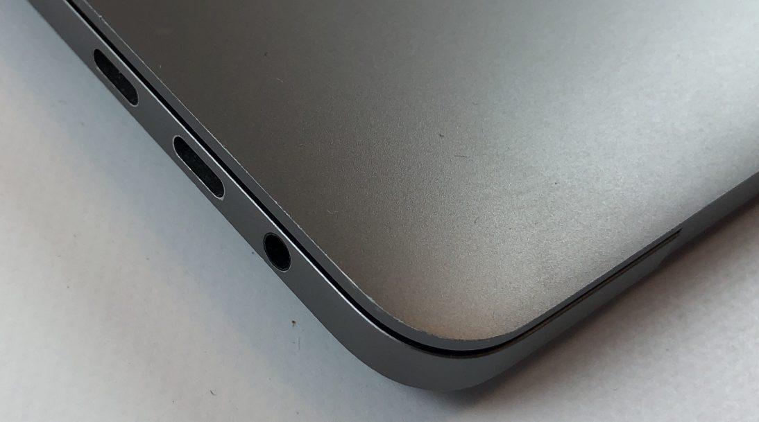 "MacBook Pro 15"" Touch Bar Late 2016 (Intel Quad-Core i7 2.7 GHz 16 GB RAM 512 GB SSD), Space Gray, Intel Quad-Core i7 2.7 GHz, 16 GB RAM, 512 GB SSD, Kuva 3"