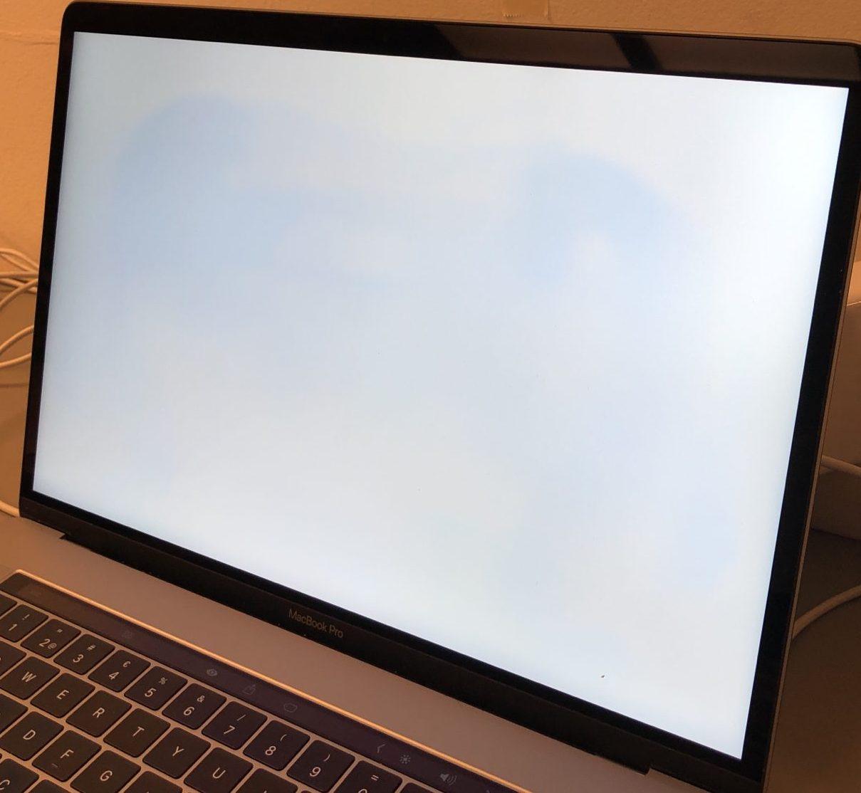 "MacBook Pro 15"" Touch Bar Late 2016 (Intel Quad-Core i7 2.6 GHz 16 GB RAM 512 GB SSD), Space Gray, Intel Quad-Core i7 2.6 GHz, 16 GB RAM, 512 GB SSD, Kuva 4"