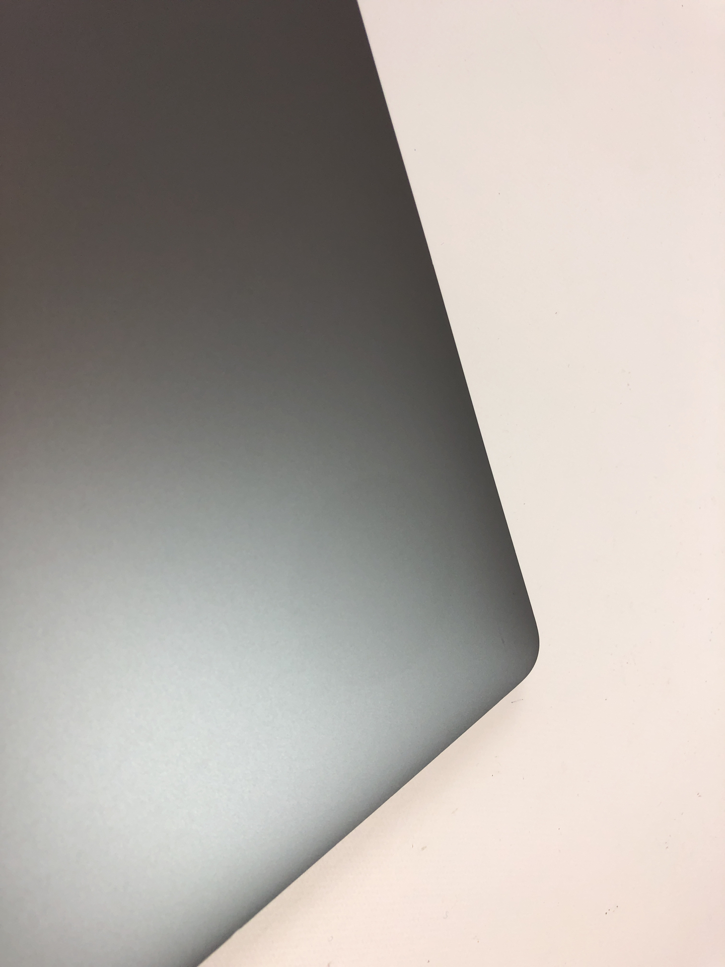 "MacBook Pro 15"" Touch Bar Late 2016 (Intel Quad-Core i7 2.6 GHz 16 GB RAM 512 GB SSD), Space Gray, Intel Quad-Core i7 2.6 GHz, 16 GB RAM, 512 GB SSD, Kuva 3"