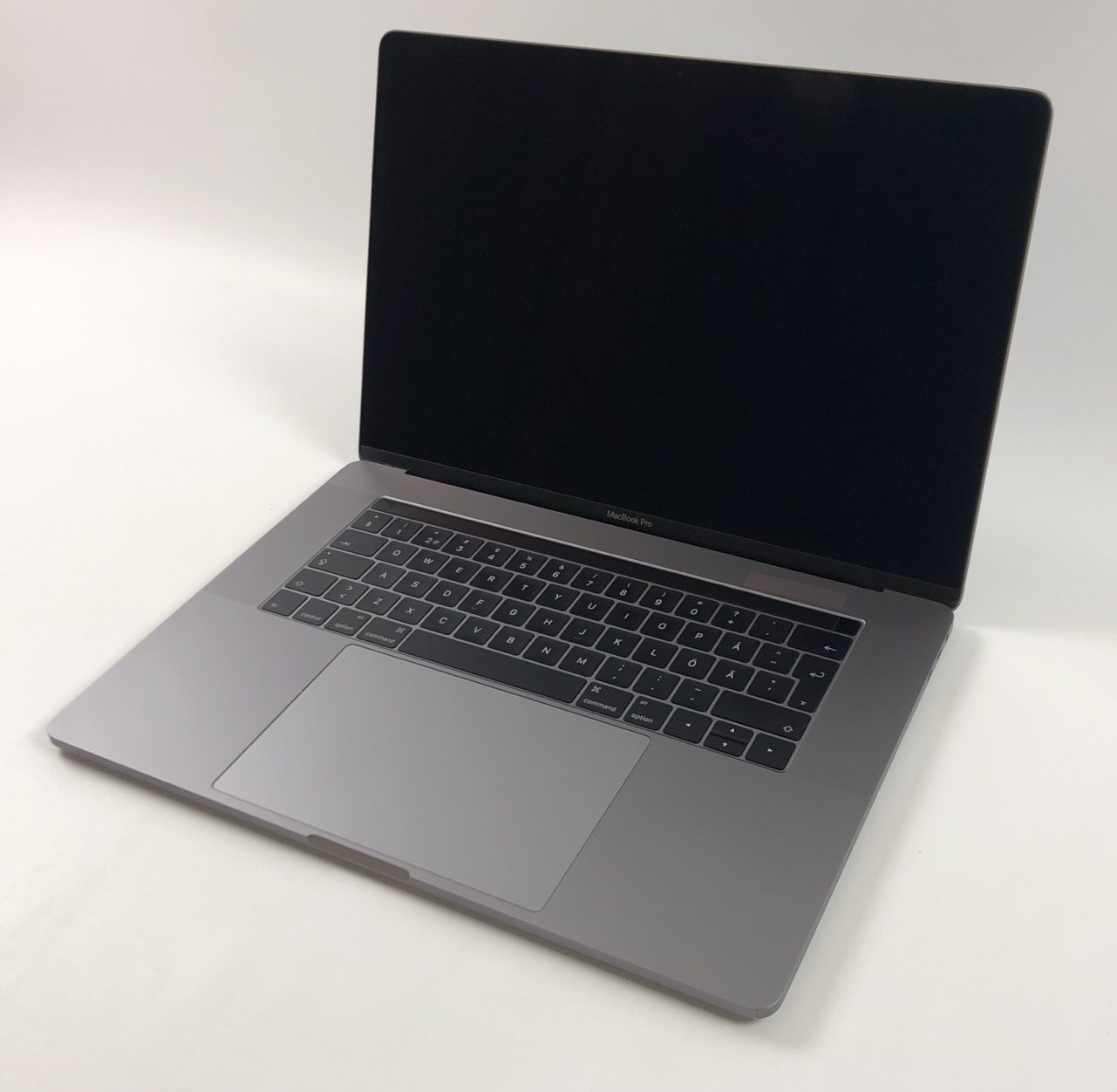 "MacBook Pro 15"" Touch Bar Late 2016 (Intel Quad-Core i7 2.7 GHz 16 GB RAM 512 GB SSD), Space Gray, Intel Quad-Core i7 2.7 GHz, 16 GB RAM, 512 GB SSD, immagine 1"