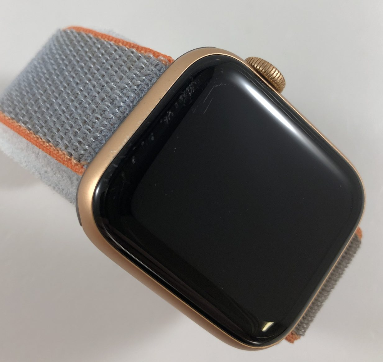 Watch Series 5 Aluminum (40mm), Gold, image 2