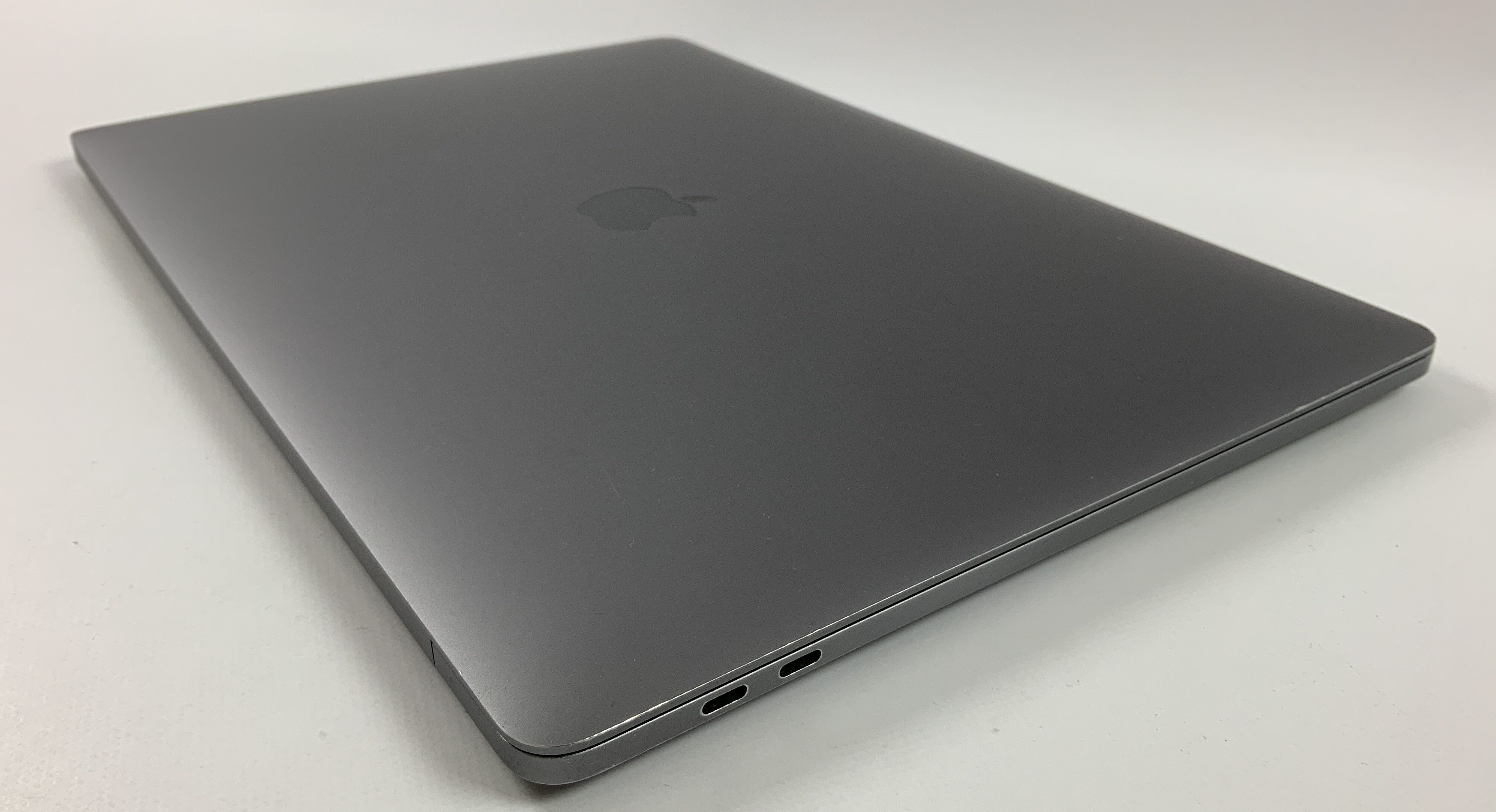 "MacBook Pro 15"" Touch Bar Late 2016 (Intel Quad-Core i7 2.6 GHz 16 GB RAM 1 TB SSD), Space Gray, Intel Quad-Core i7 2.6 GHz, 16 GB RAM, 1 TB SSD, image 3"