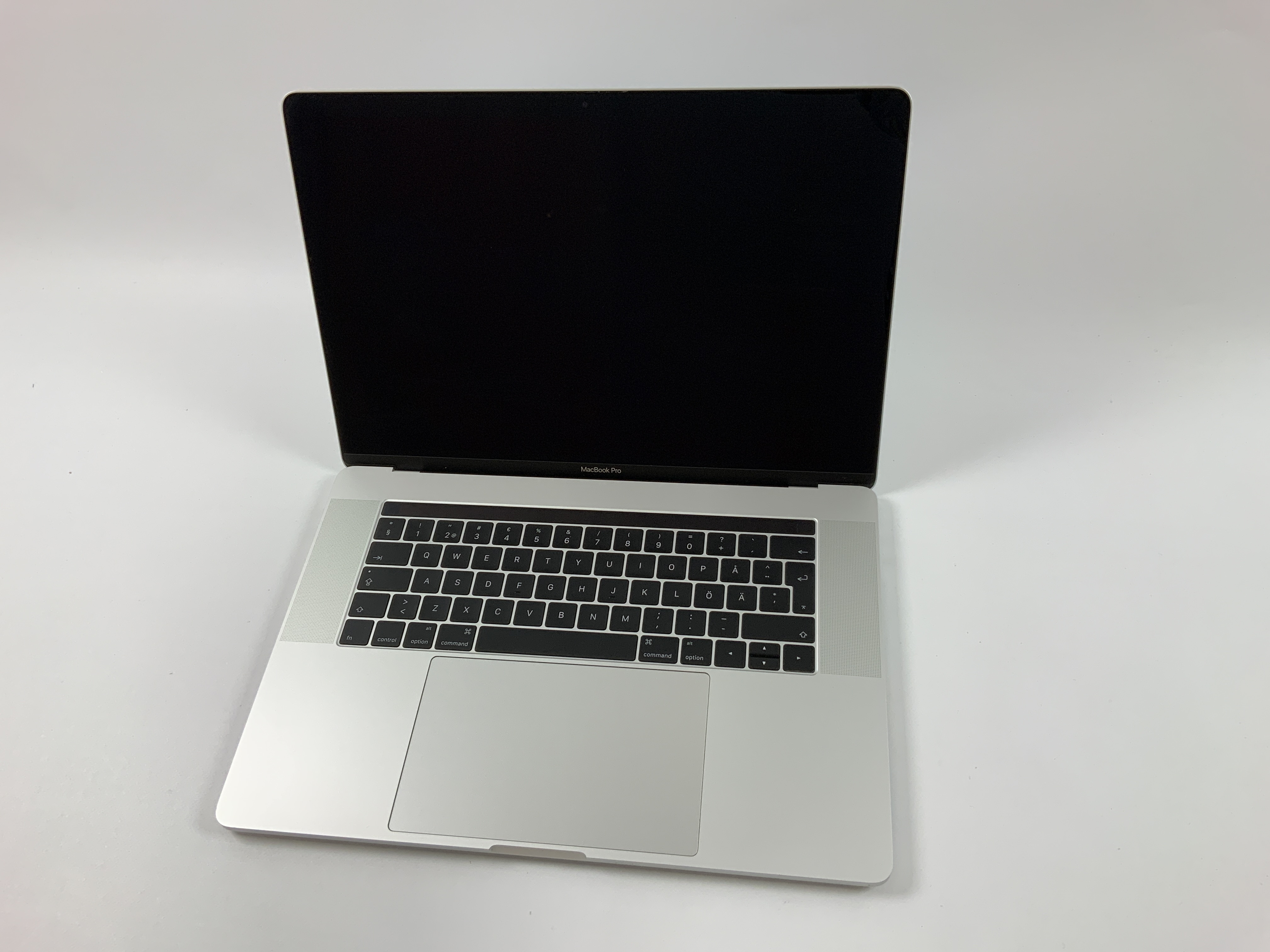 "MacBook Pro 15"" Touch Bar Late 2016 (Intel Quad-Core i7 2.6 GHz 16 GB RAM 256 GB SSD), Silver, Intel Quad-Core i7 2.6 GHz, 16 GB RAM, 256 GB SSD, Bild 1"