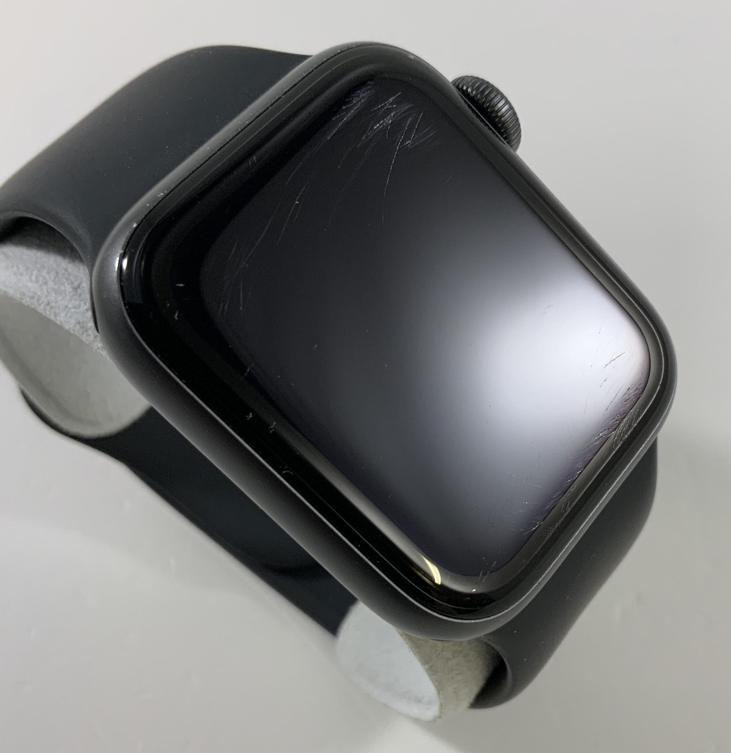 Watch Series 4 Aluminum Cellular (40mm), Space Gray, Black Sport Band, obraz 2