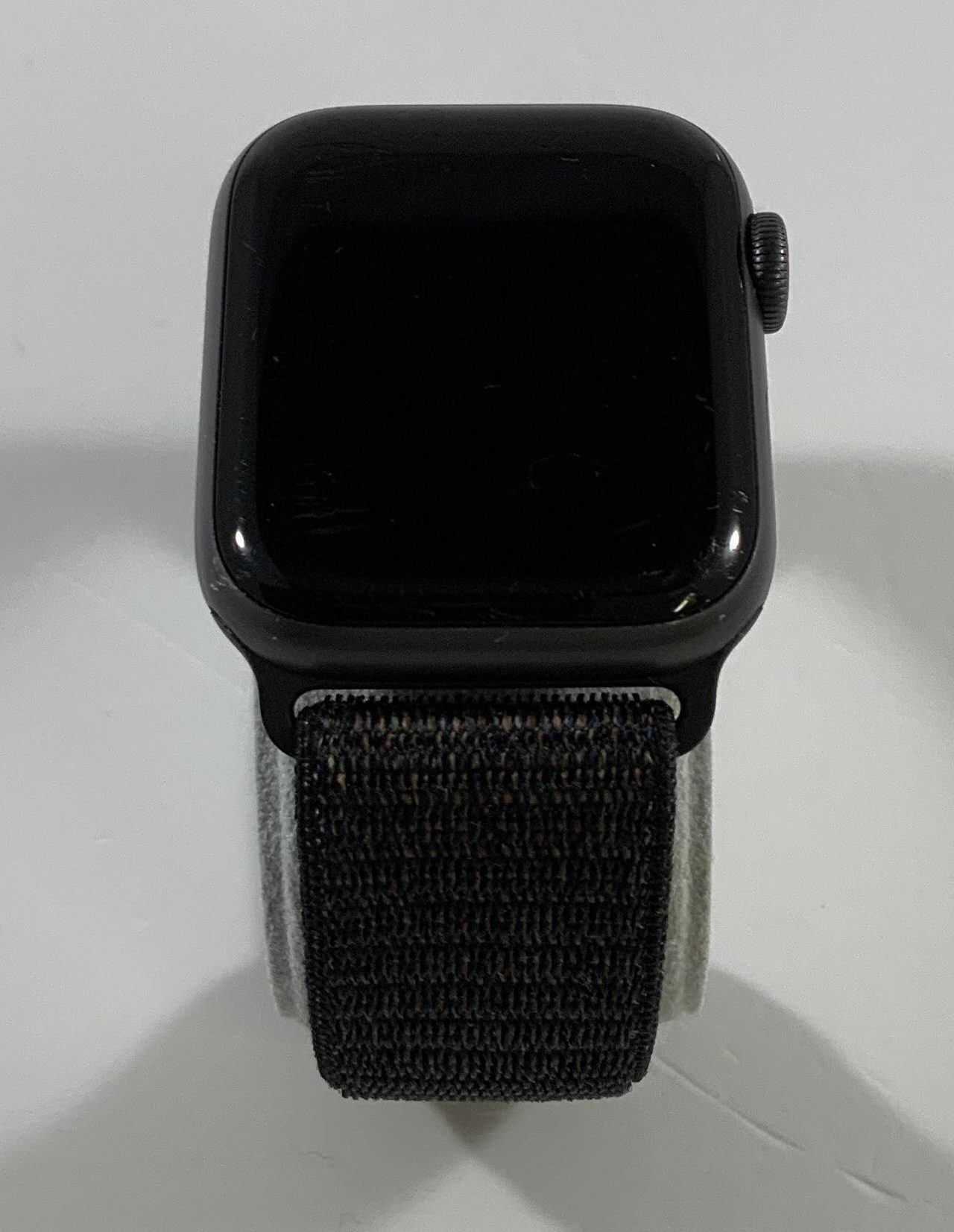 Watch Series 4 Aluminum Cellular (40mm), Space Gray, Black Sport Loop, image 1