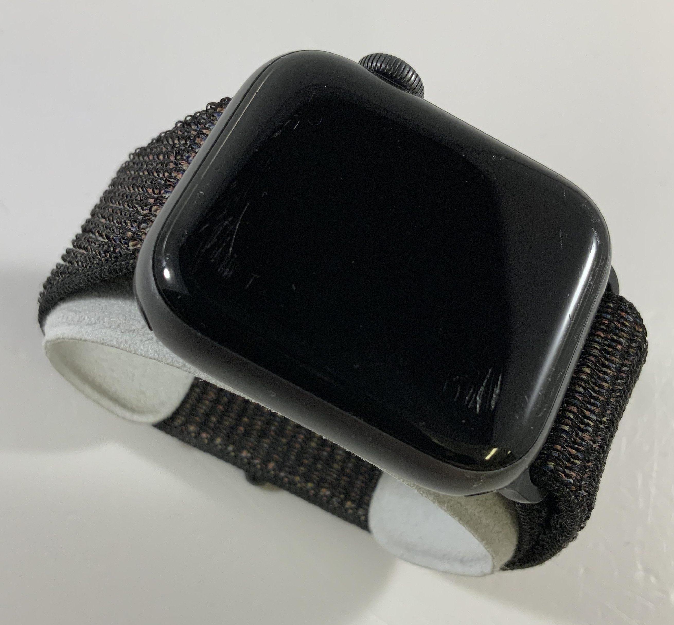 Watch Series 4 Aluminum Cellular (40mm), Space Gray, Black Sport Loop, image 2