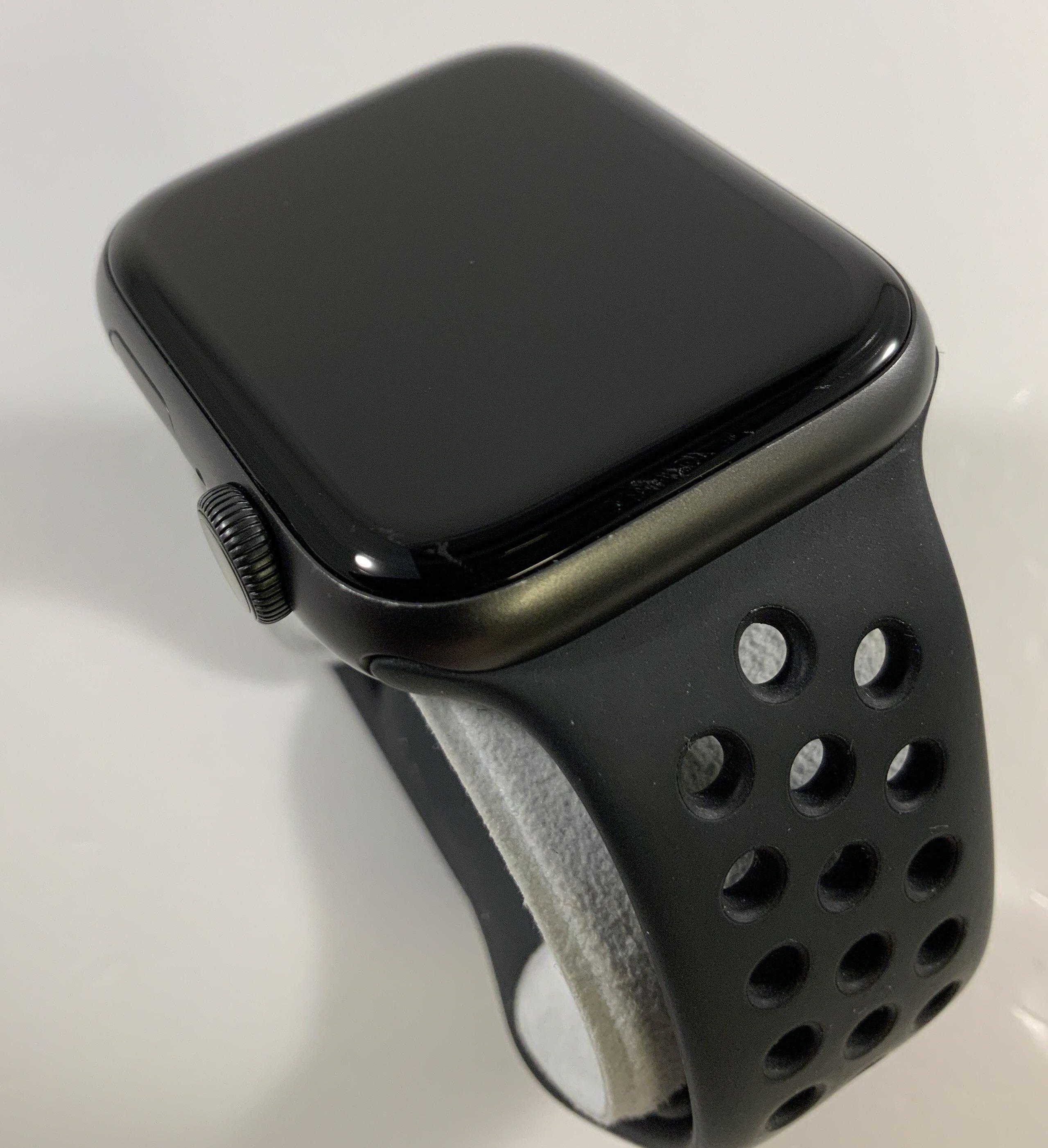 Watch Series 5 Aluminum (44mm), Space Gray, Kuva 2